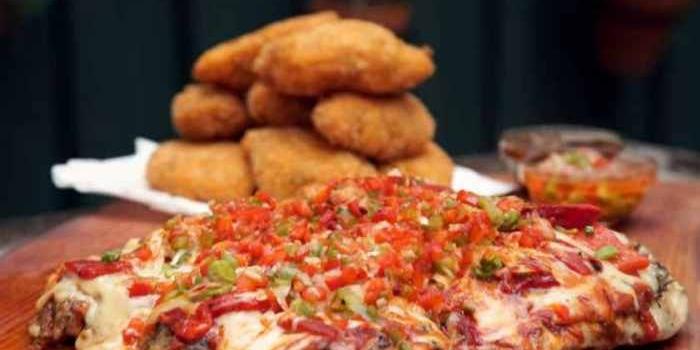 Aprende a cocinar para las fiestas un Pollo a la pizza con bombas de calabaza