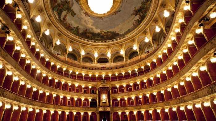Disfruta de las óperas más famosas en el Teatro La Ópera de Roma