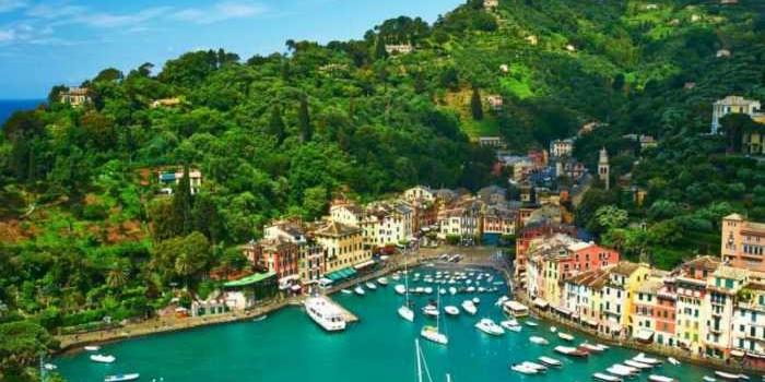 Recorre Portofino, una de las ciudades más bellas de la Riviera italiana
